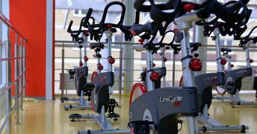 Spin Bike per dimagrire, pro e contro di una bicicletta senza movimento